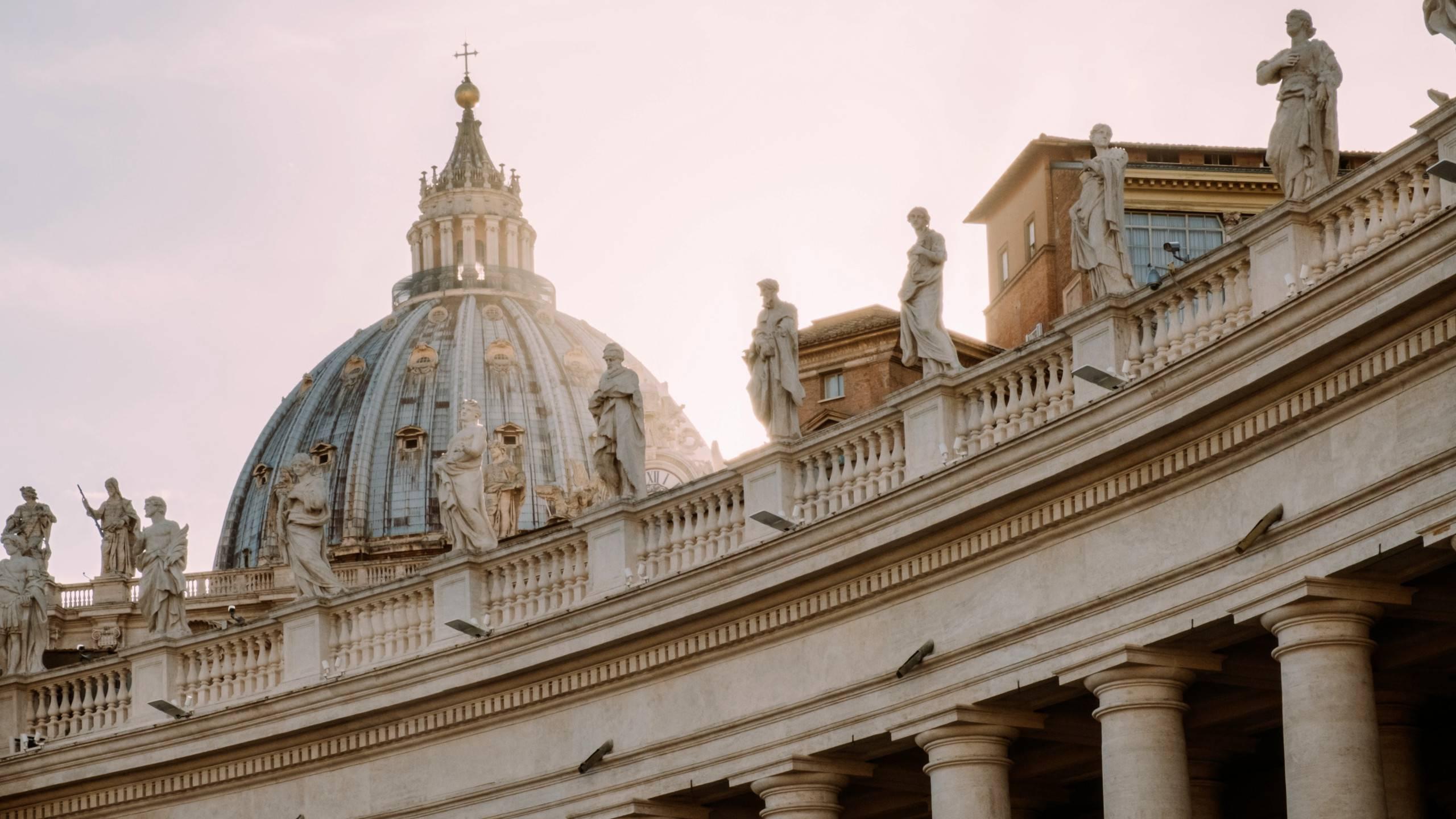 hotel-alessandrino-rome-basilica-of-saint-peter-simone-savoldi-620408-unsplash
